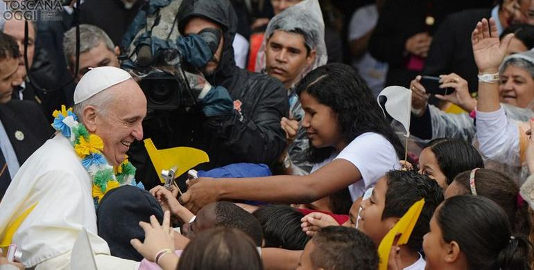 Papa Francesco in una favela