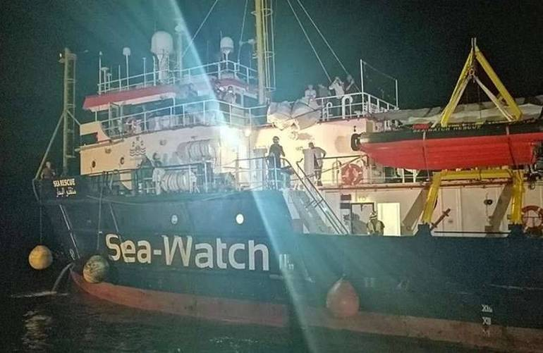 La Sea Watch 3 nel porto di Lampedusa (Foto Sir)