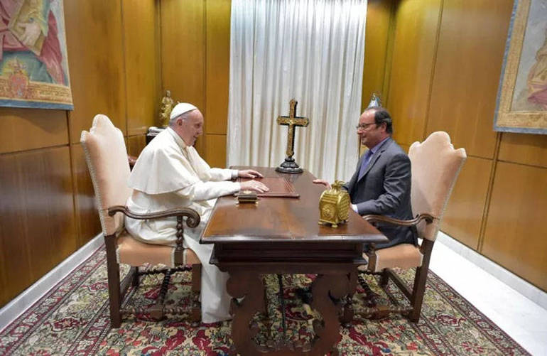 Il colloquio tra il Papa e Hollande (Foto Sir)