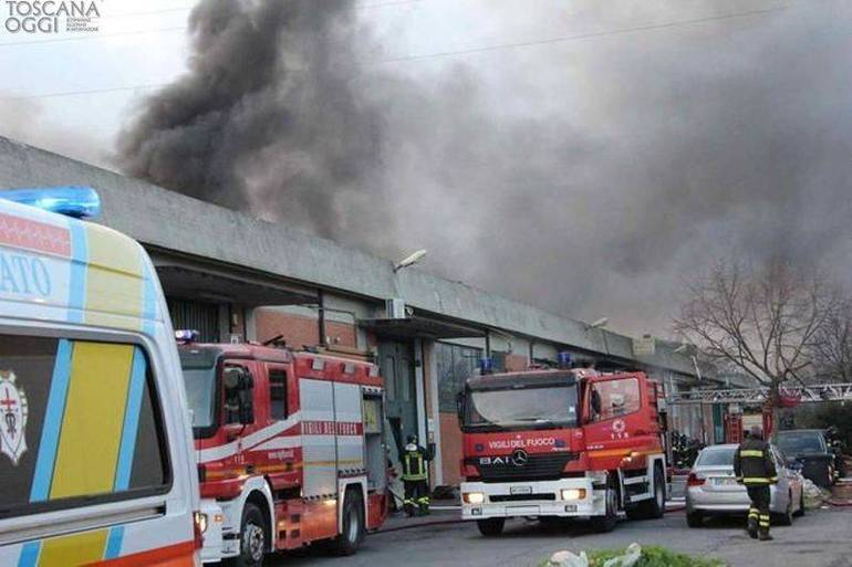 Incendio in un capannone gestito da cinesi