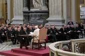Papa Francesco con clero in San Giovanni in Laterano (Foto Sir)