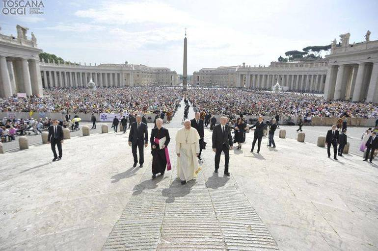 Papa Francesco in piazza San Pietro (Foto Sir)