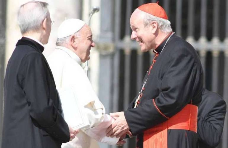 Papa Francesco con il card. Schönborn in piazza San pietro (Foto Sir)